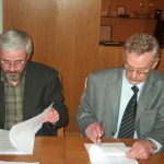 A székház adásvételi szerződésének aláírása